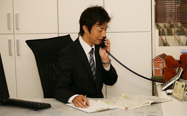 お客様は何もしないでOK!私たちが複数の業者へ査定を依頼します。